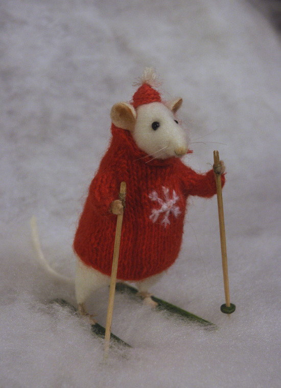 skiing mouse