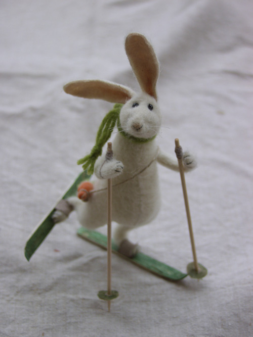 skiing rabbit ()