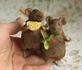 stuffed mice with cheese and berries